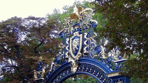 Derrière les grilles du Palais de l'Elysée... les jardins !