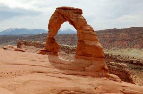 Ein typischer Arch (Steinbogen) im Arches Nationalpark