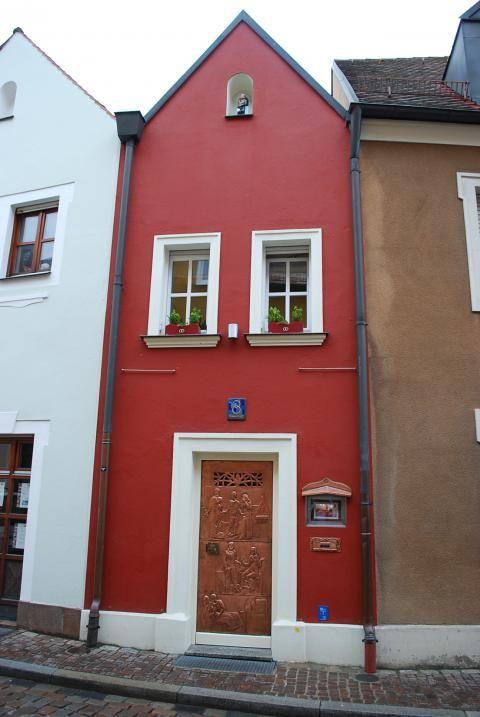 pequeño Fachada del hotel Eh'häusl, Amberg (Alemania).